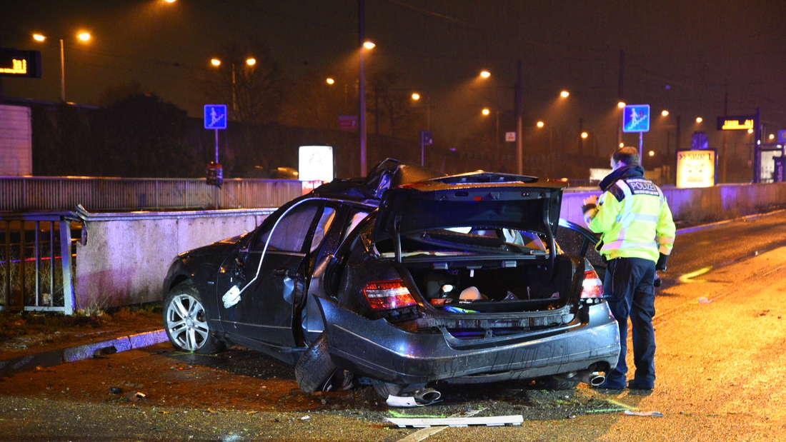 Tödlicher Unfall in Mannheim-Luzenberg zwischen einem Mercedes und einem Audi.