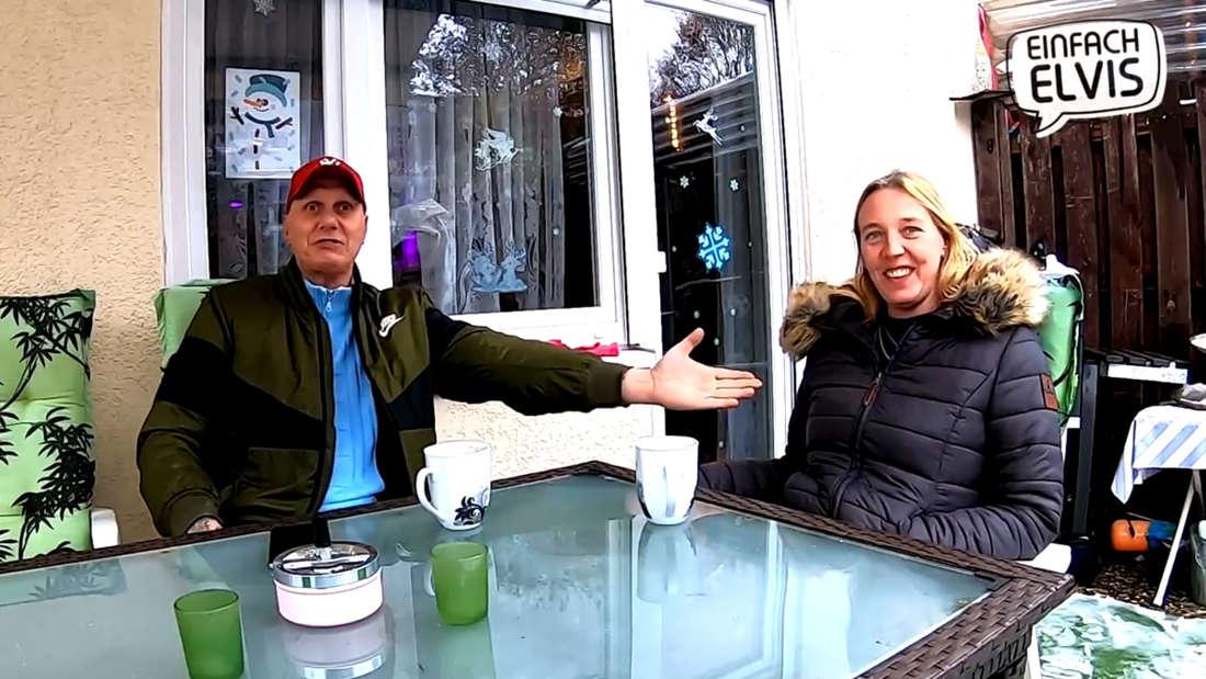 Hartz und Herzlich: Elvis und Katrin sitzen an einem Tisch (Screenshot Facebook