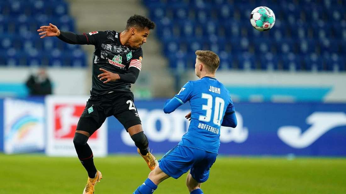 TSG Hoffenheim - SV Werder Bremen: Gebre Selassie springt höher als Hoffenheims John.