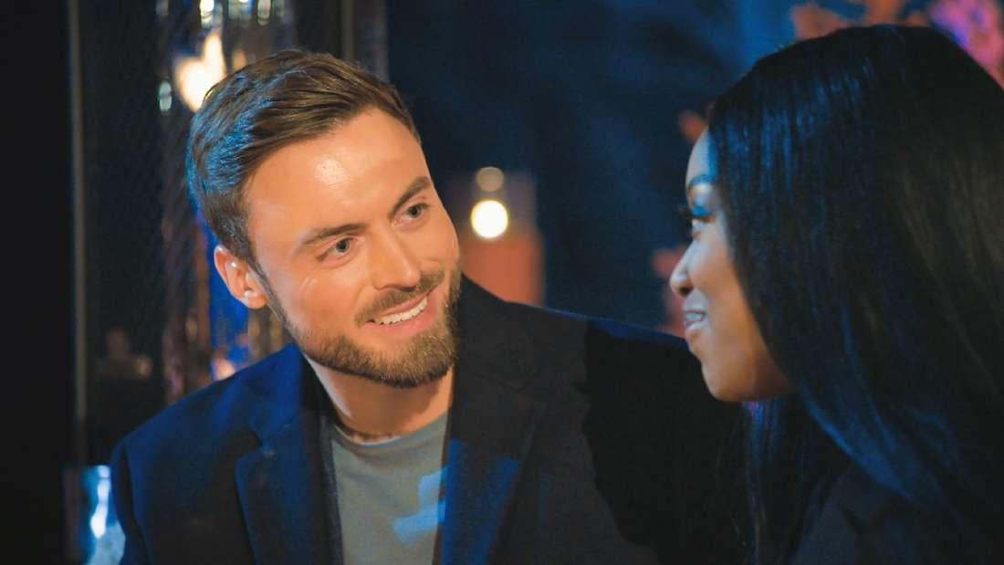 Erst bei der Nacht der Rosen kommen sich Linda und der Bachelor nahe.