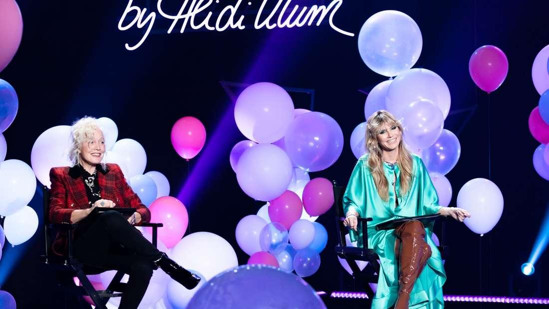 Heidi Klum und ihre Gastjurorin Ellen von Unwerth bewerten die Laufsteg-Performance der GNTM-Models