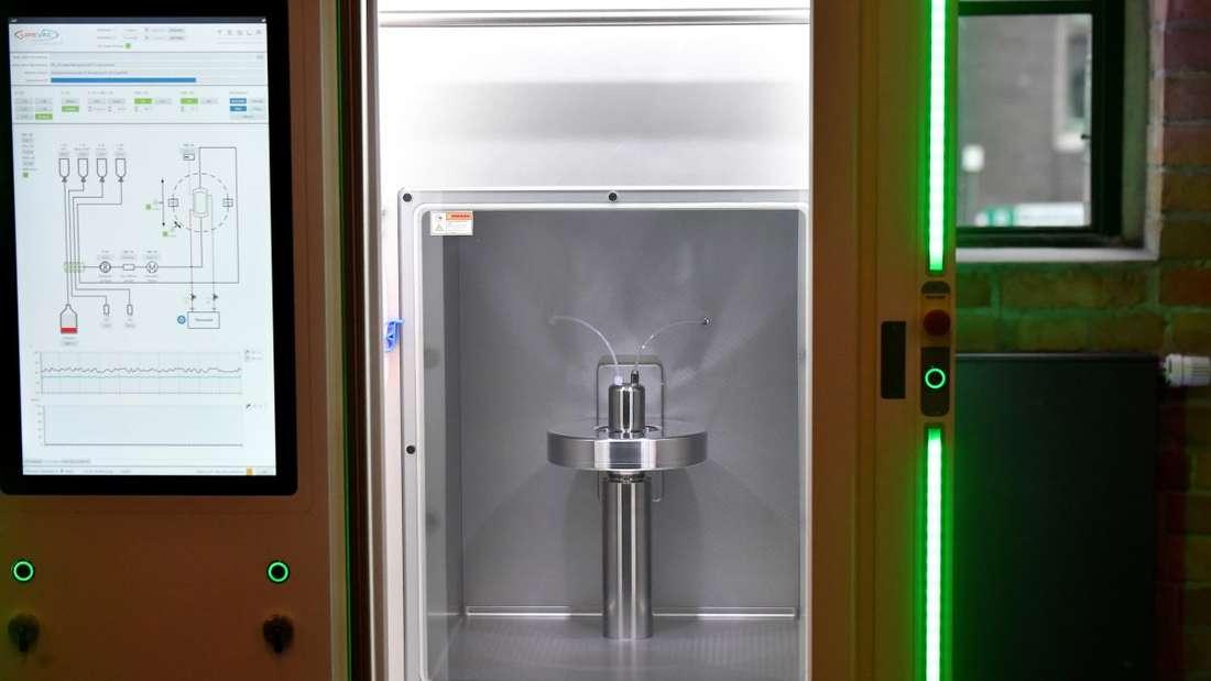 Ein RNA Printer, ein Gerät zur Herstellung von Impfstoff-Kandidaten, wird am Rande einer Vorstands-Klausur der CDU/CSU-Bundestagsfraktion präsentiert.