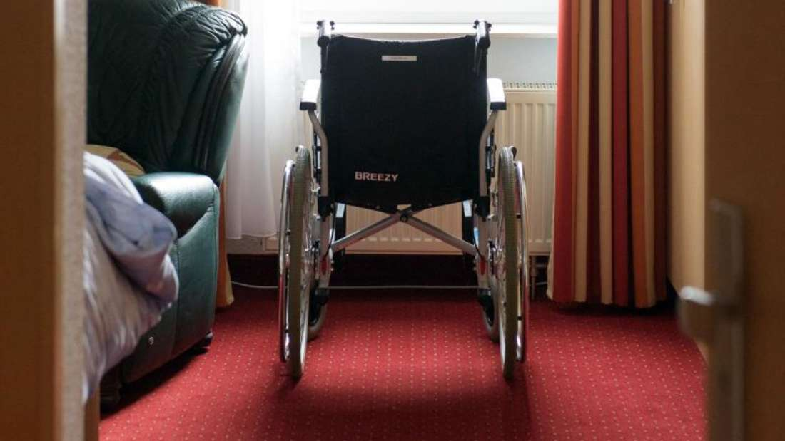 Ein Rollstuhlfahrer (60) wurde in Mannheim-Lindenhof beklaut. (Symbolfoto)