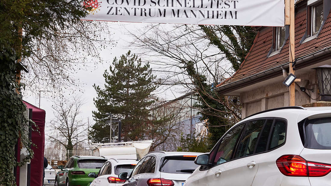 Das Schnelltestzentrum Mannheim in der Fardelystraße hat sechs Teststraßen für täglich 5.000 Antigen-Schnelltests.
