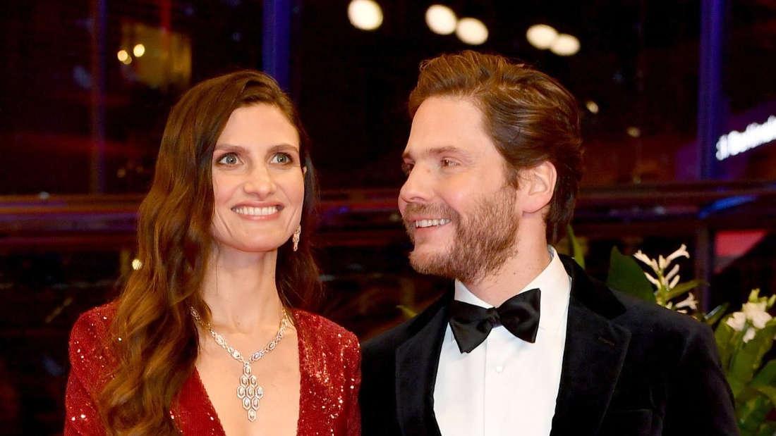 Schauspieler Daniel Brühl mit seiner Ehefrau Felicitas Rombold.
