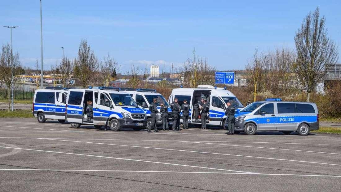 Demo Sinsheim: Die Polizei ist mit starken Kräften vor Ort.