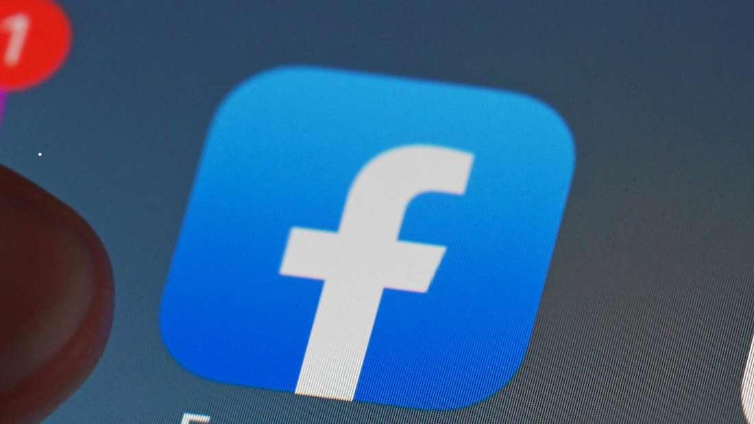Facebook-Logo auf einem Display
