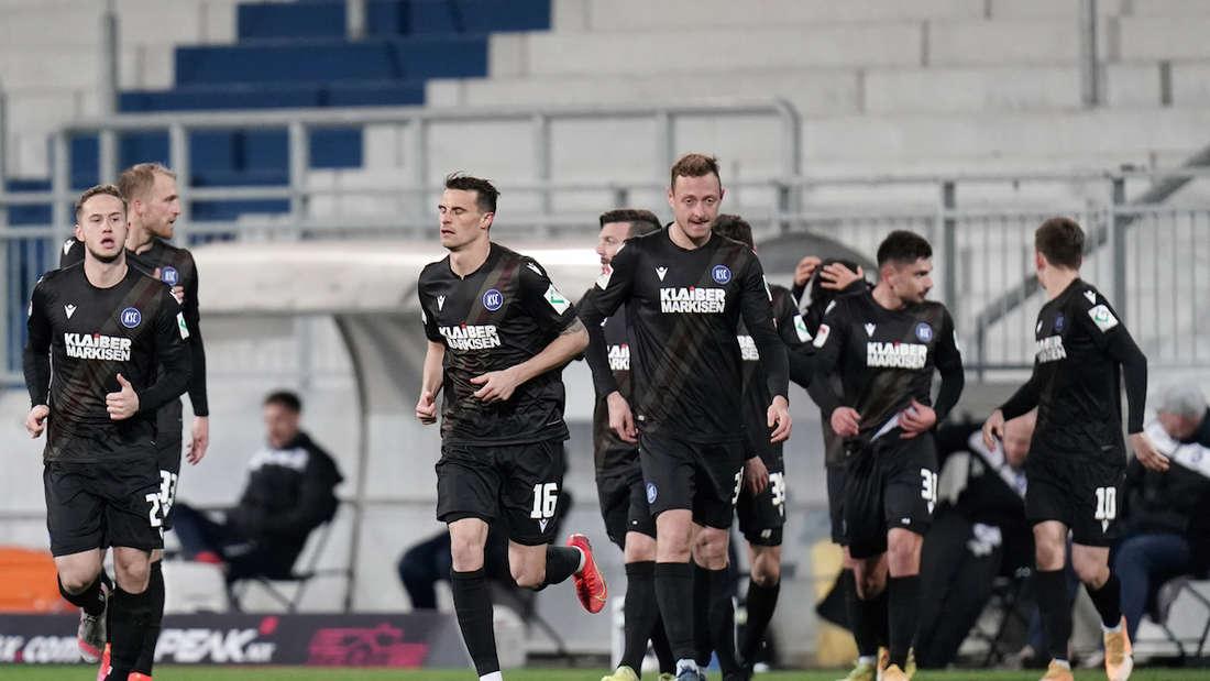 Die Mannschaft des Karlsruher SC muss für zwei Wochen in Quarantäne.