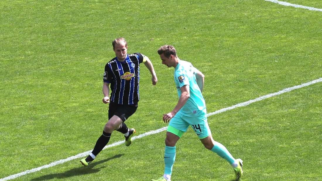SV Waldhof Mannheim - TSV 1860 München: SVW-Kapitän Seegert will den Ball erobern.