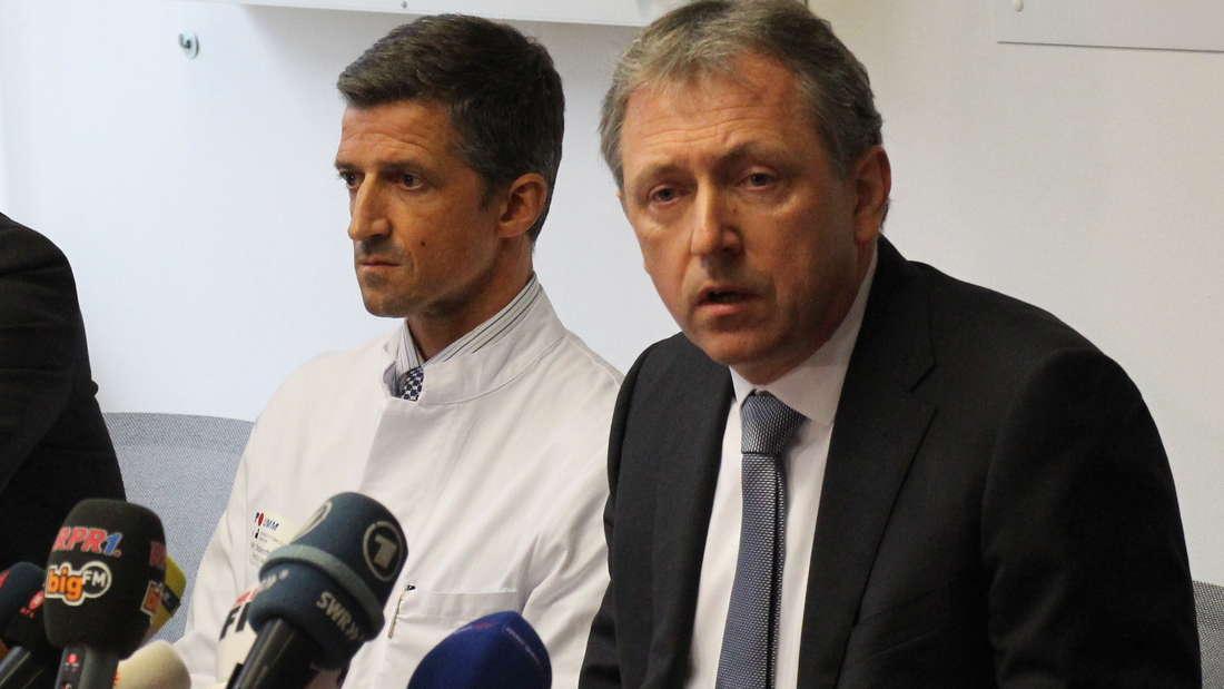 OB Dr. Peter Kurz und Prof. Dr. med. Frederik Wenz bei der Verkündung des Rücktritts von Klinik-Chef Alfred Dänzer.