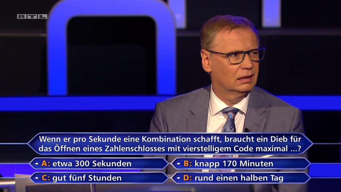Günther Jauch blickt verwirrt