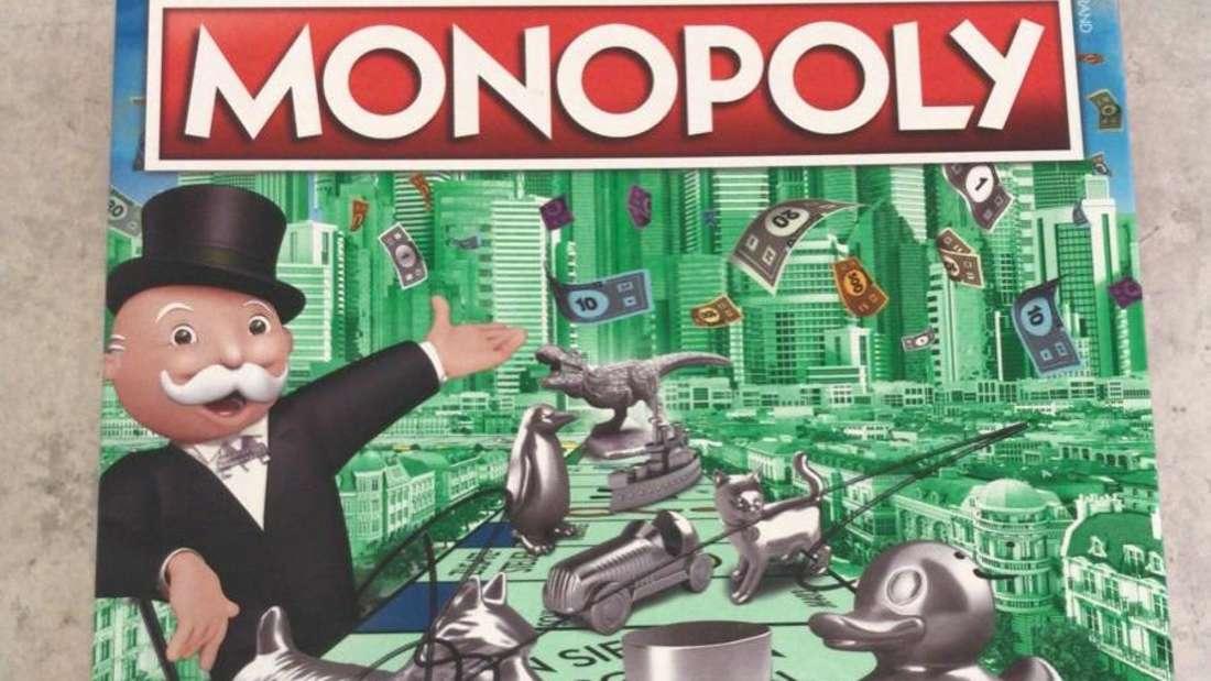 """Das von Comedy-Star Bülent Ceylan signierte """"Monopoly""""-Spiel wartet auf seinen glücklichen Gewinner."""