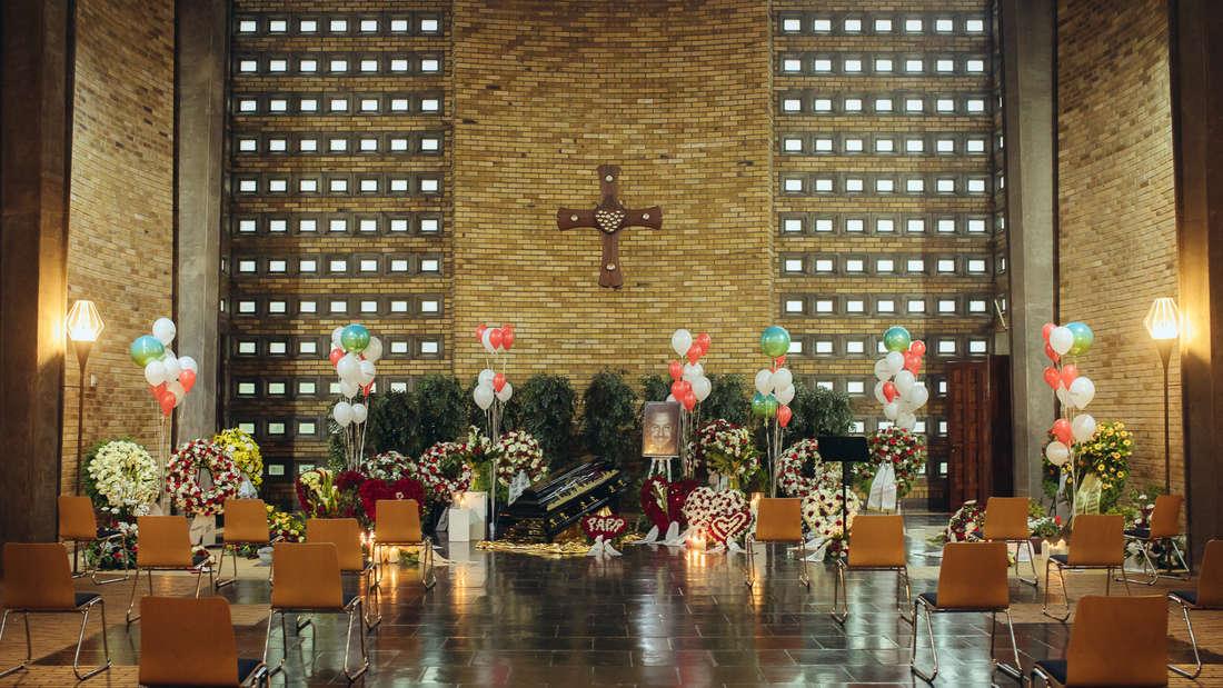 Die geschmückte Trauerhalle am Tag der Beerdigung von Willi Herren