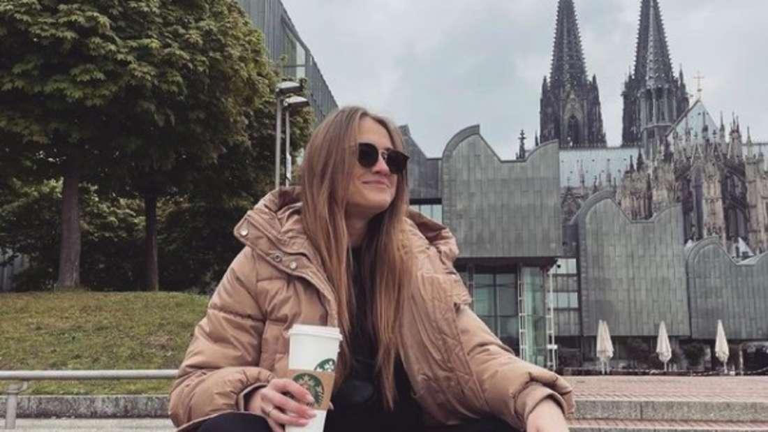 Bachelor-Kandidatin Mimi vor dem Kölner Dom