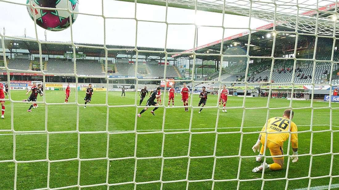 Robert Lewandowski trifft gegen den SC Freiburg und erzielt seinen 40. Saisontreffer.