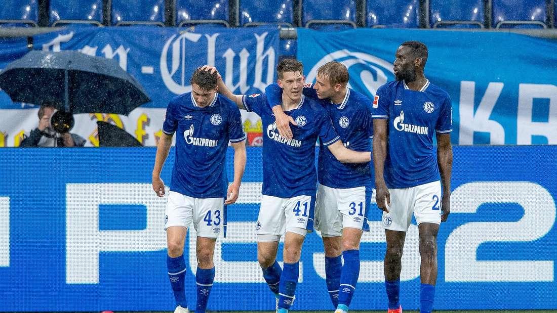 FC Schalke 04: Florian Flick (2.v.l.) erzielt gegen Eintracht Frankfurt sein erstes Bundesliga-Tor.