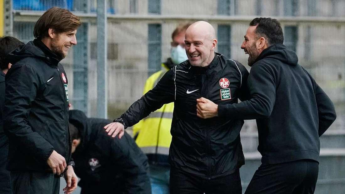 Marco Antwerpen (M.) bleibt auch in der kommenden Saison Trainer des 1. FC Kaiserslautern.