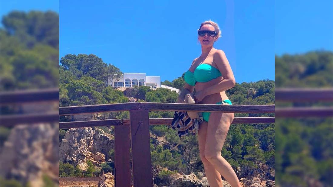 Daniela Katzenberger im türkisen Bikini