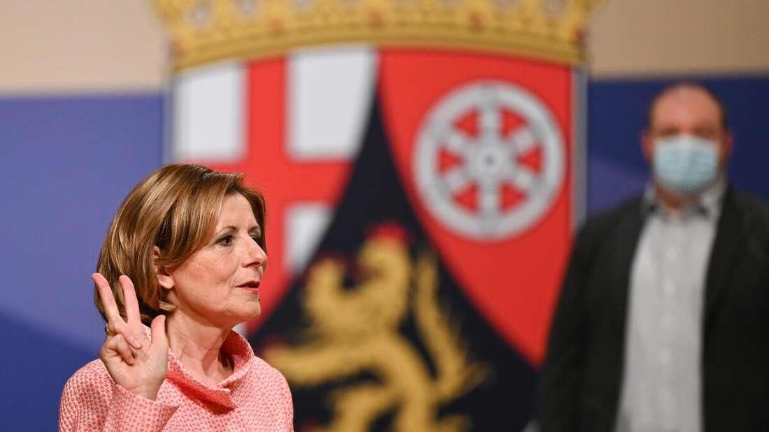 Malu Dreyer (SPD) wird nach ihrer Wahl zur Ministerpräsidentin von Rheinland-Pfalz im Landtag in Mainz vereidigt.