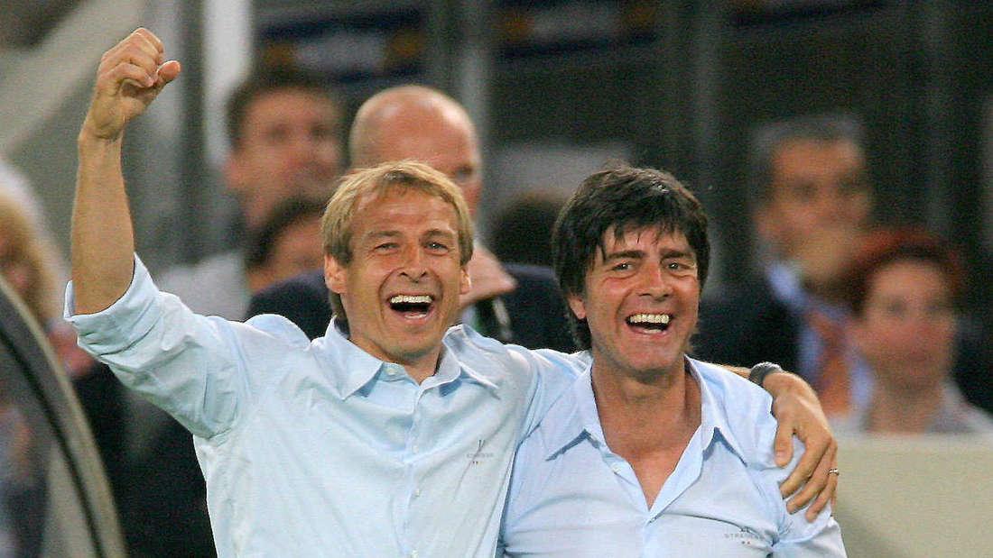 Jürgen Klinsmann (li.) mit seinem Assistent Joachim Löw (r.)
