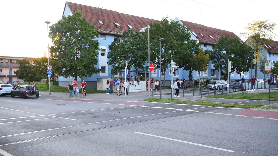 Mannheim: Zahlreiche Benz Baracken Bewohner sind durch den Straßenbahnunfall an der Haltestelle Hessische Straße aufgeschreckt worden.