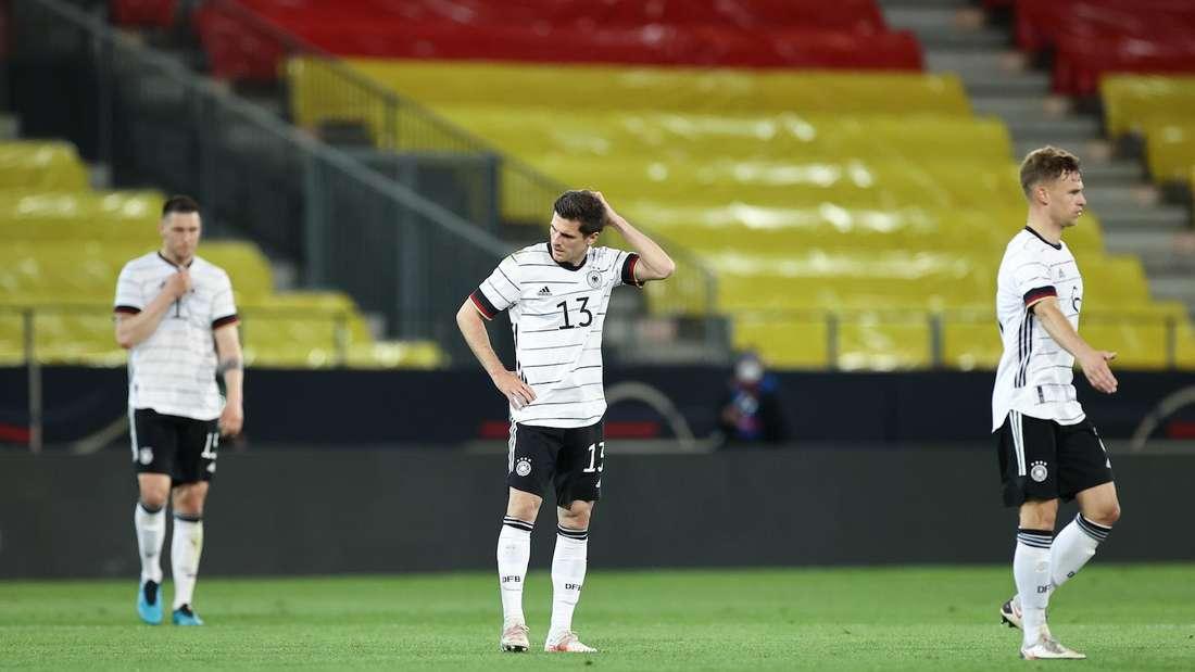 Jonas Hofmann (M.) hat sich in der EM-Vorbereitung verletzt.