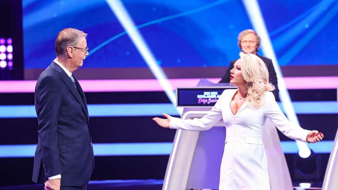 """Evelyn Burdecki und Günther Jauch am Set von """"Bin ich schlauer als Evelyn Burdecki?"""""""