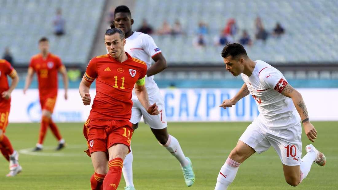 EM: Gareth Bale (li.) im Spiel Wales gegen die Schweiz.