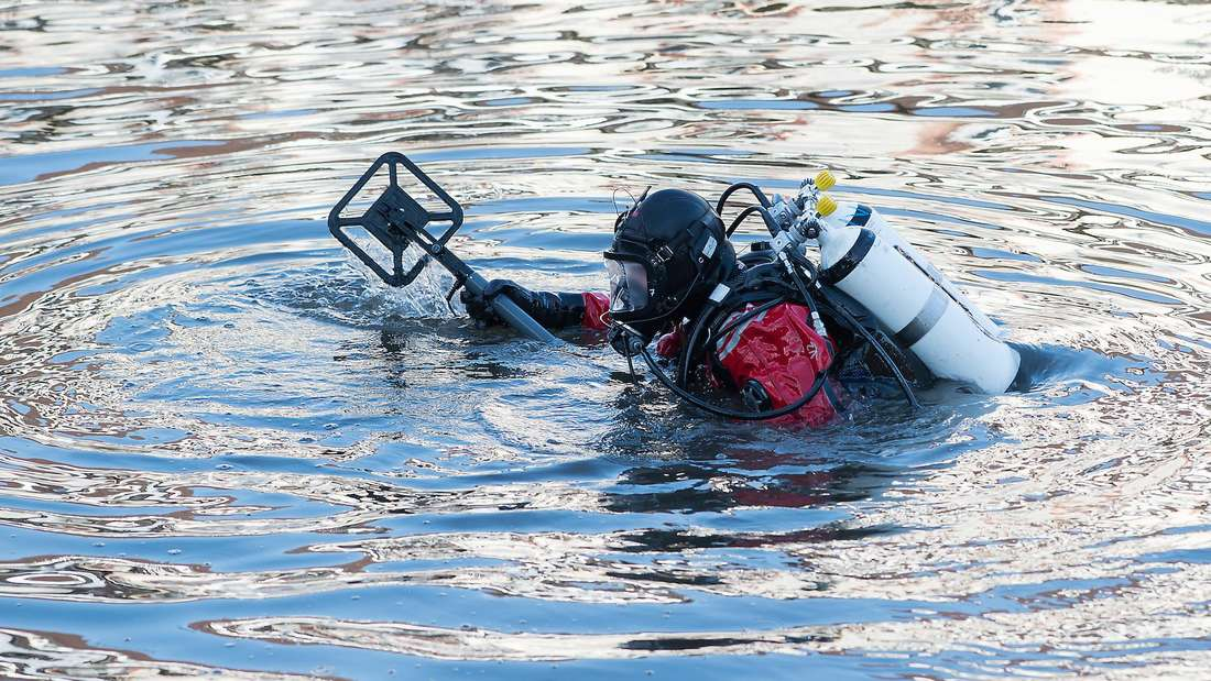 Ein Taucher entdeckt im Vogelstang See eine Wasserleiche. (Symbolbild)