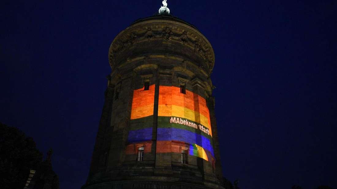 Auch der Mannheimer Wasserturm erleuchtete am 23. Juni in Regenbogenfarben.