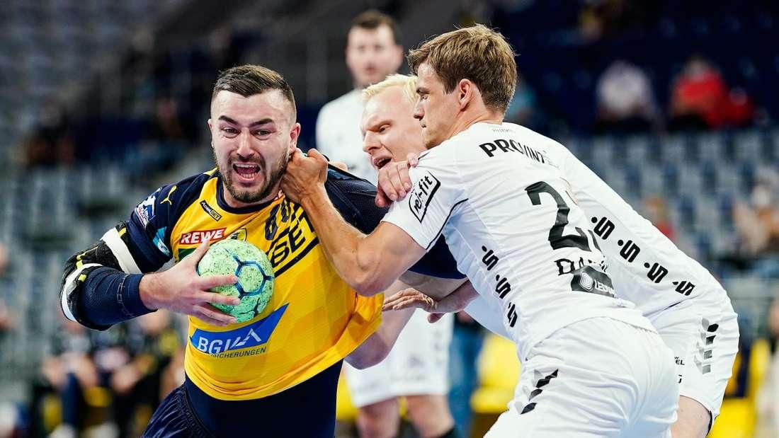 Jannik Kohlbacher (li.) im Spiel der Rhein-Neckar Löwen gegen den THW Kiel.