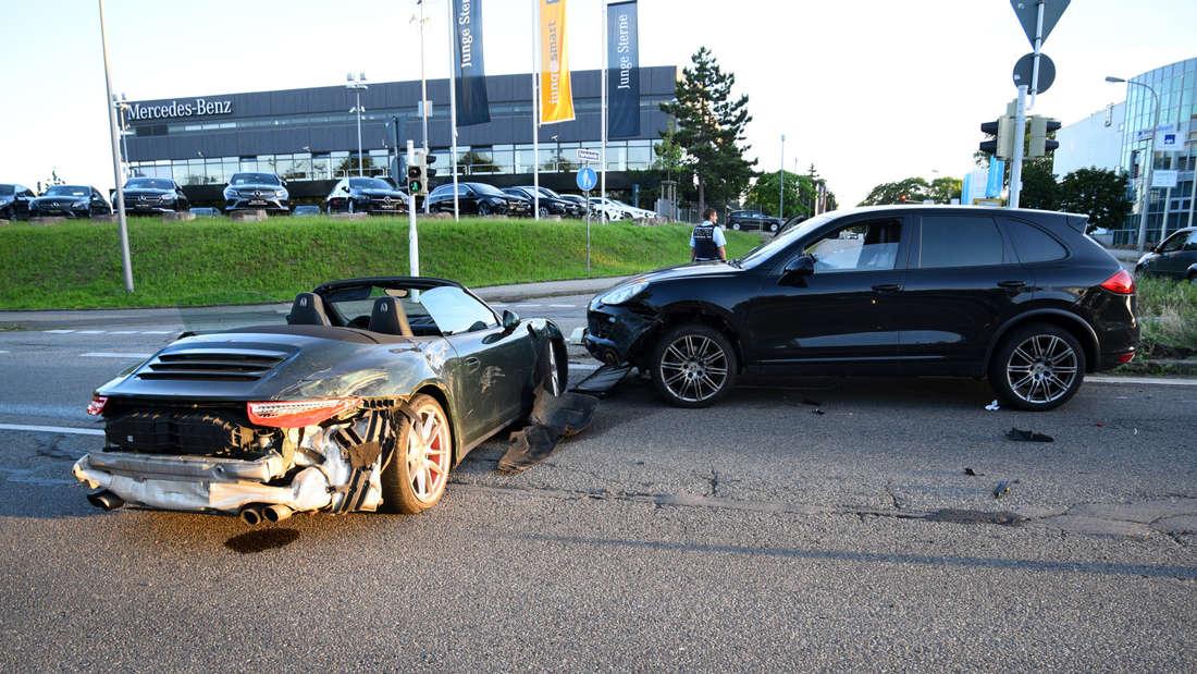 Am Mittwochabend ist es auf der B37 in Mannheim zu einem Unfall mit drei Porsche gekommen (7. Juli 2021).
