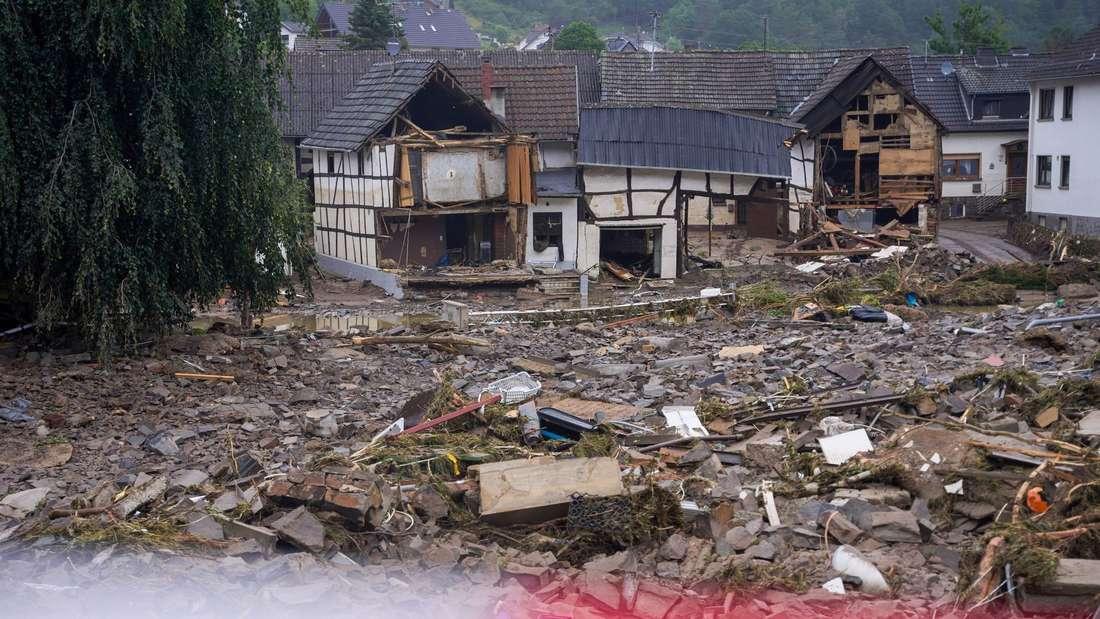 Trümmer sind am Tag nach der Hochwasserkatastrophe zu sehen