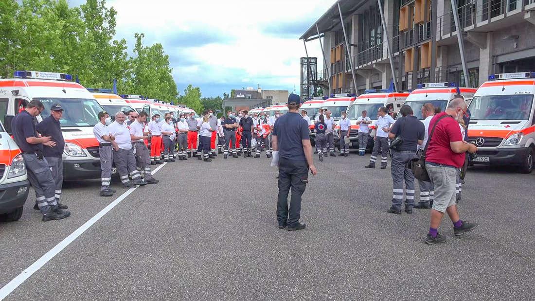 Wie hier in Bruchsal machten sich vielerorts in Baden-Württemberg Helfer auf den Weg ins Katastrophengebiet nach Rheinland-Pfalz.