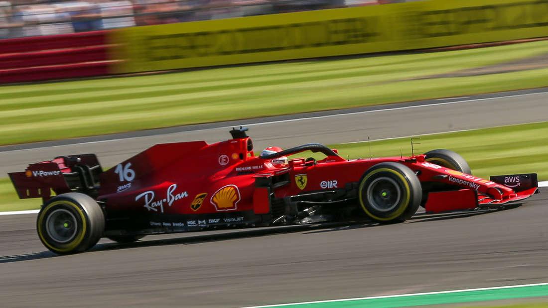 Charles Leclerc fährt dem Sieg in Silverstone entgegen.