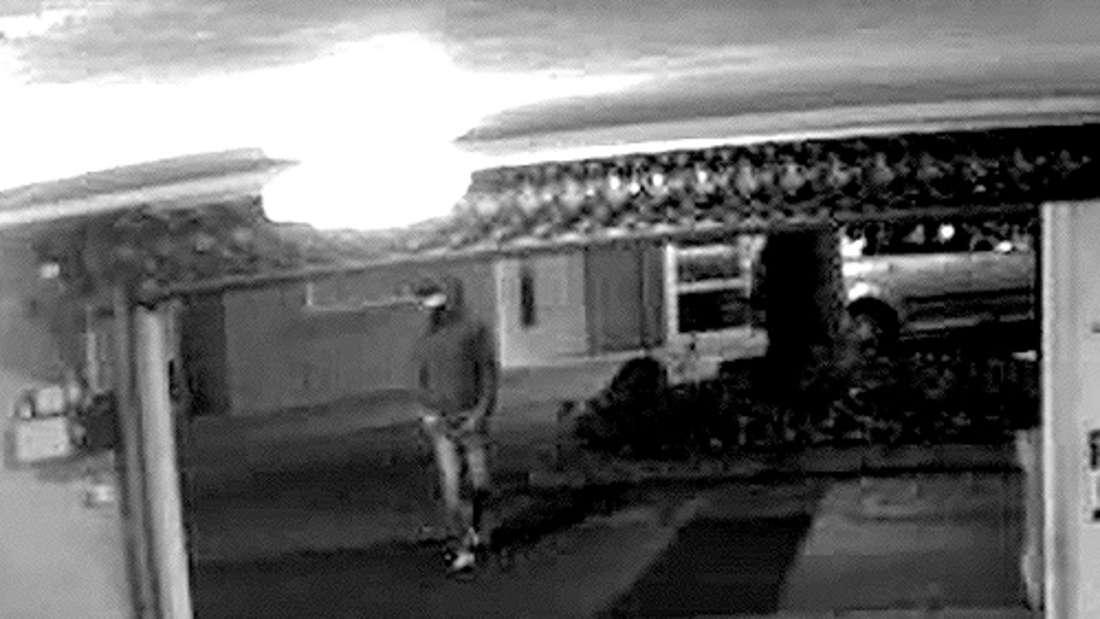 Der Verdächtige auf dem Video der Überwachungskamera im Parkhaus Central in der Kaiserslauterer Rosenstraße.