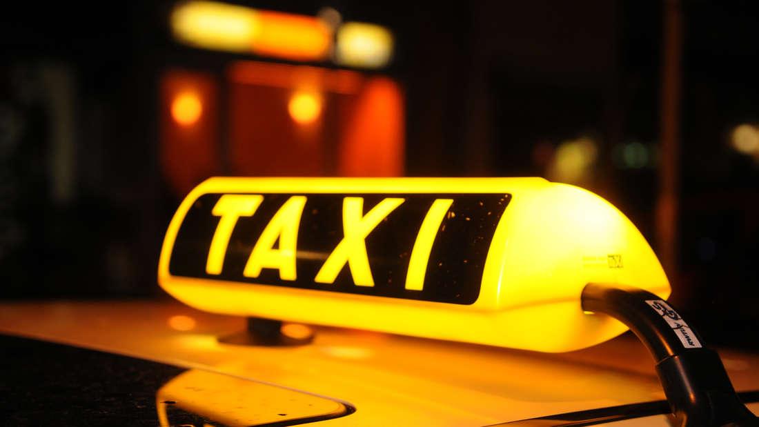 Unter den getunten Fahrzeugen ist auch ein Taxi. (Symbolfoto)