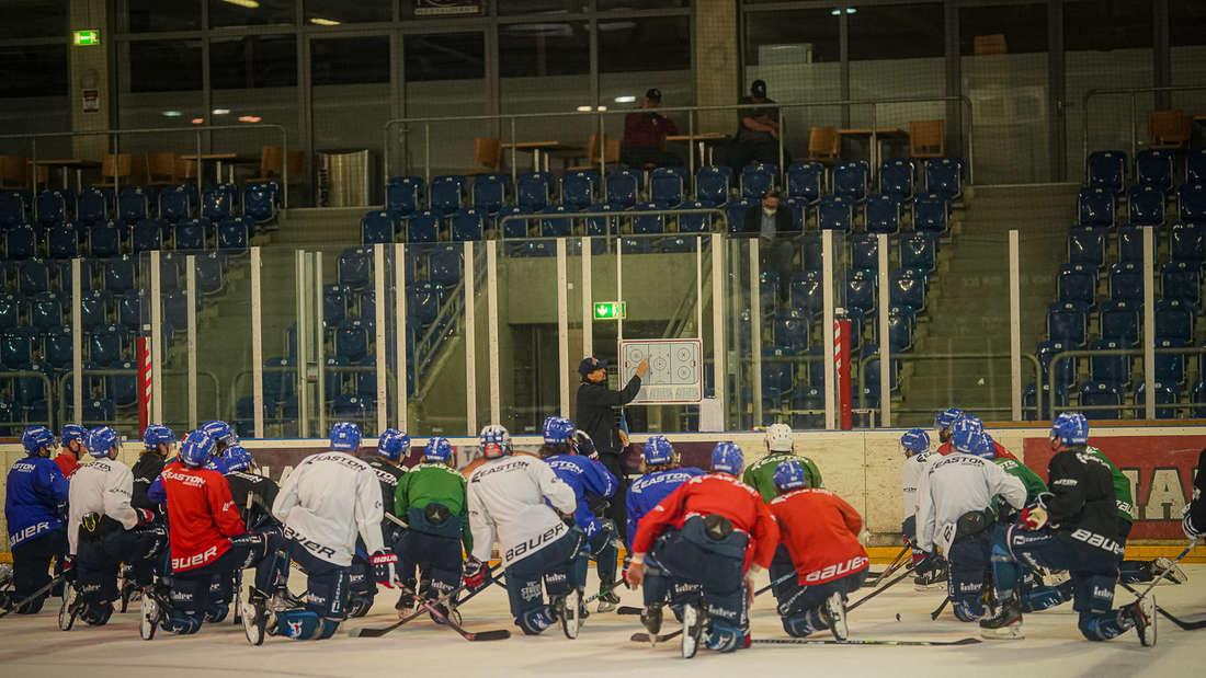 Fotos vom Trainingsauftakt der Adler Mannheim.