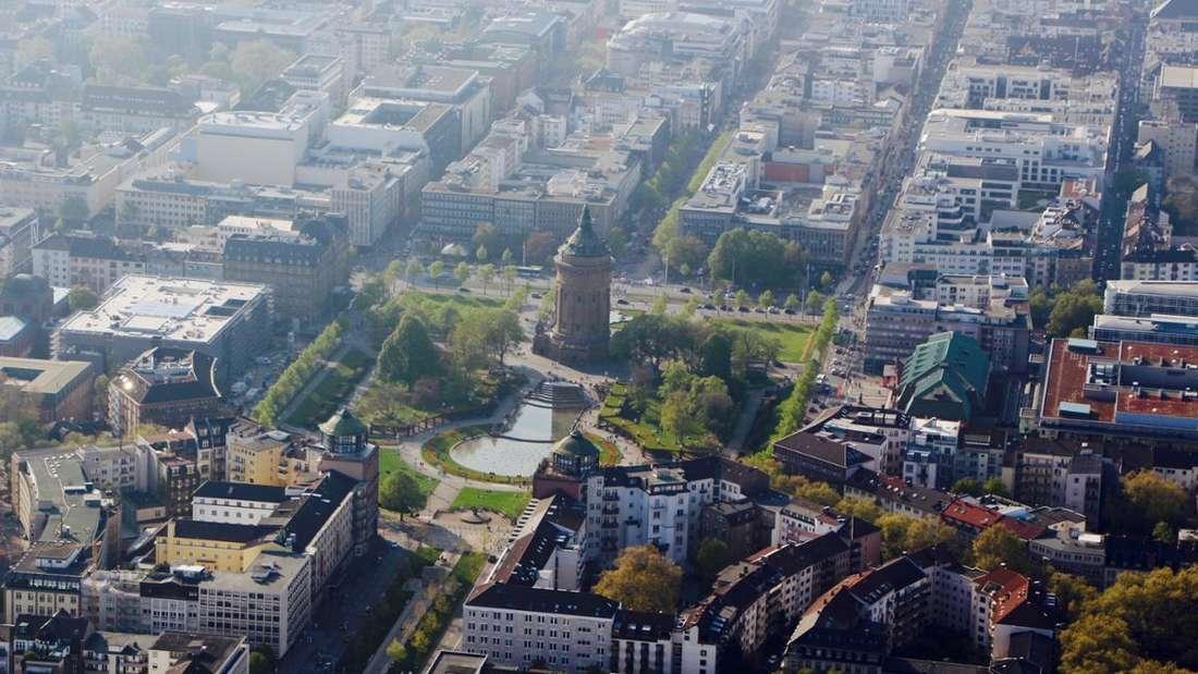Luftaufnahme vom Wasserturm Mannheim