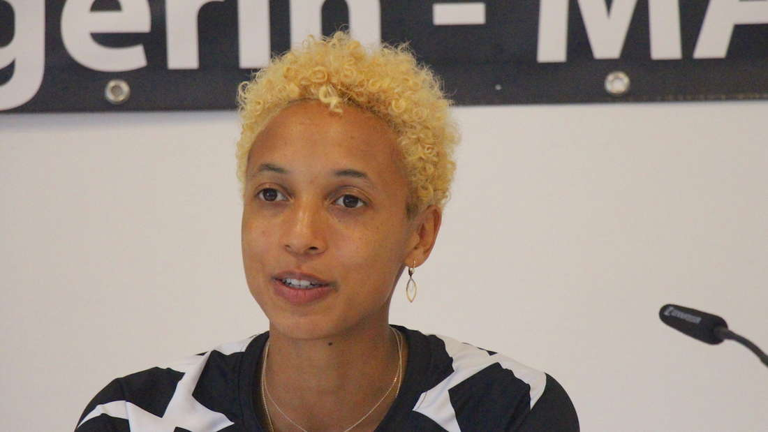Malaika Mihambo bei der Pressekonferenz in Oftersheim.