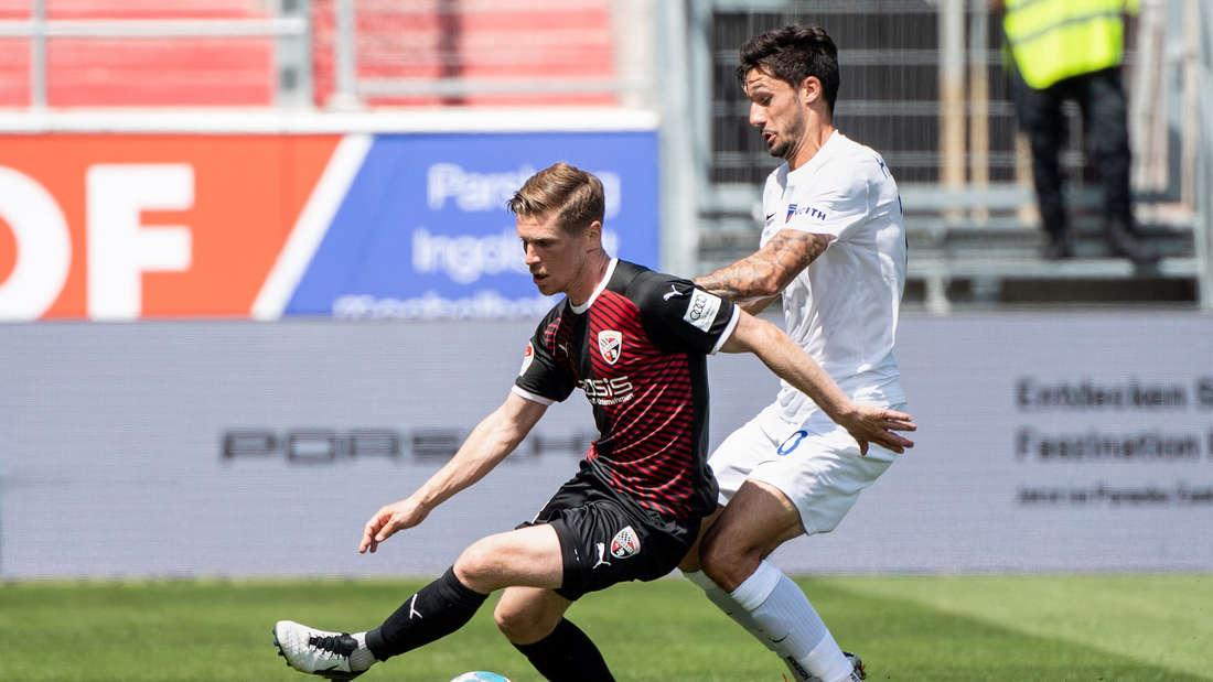Denis Linsmayer (l) trifft am Freitag mit dem FC Ingolstadt auf den SV Sandhausen.