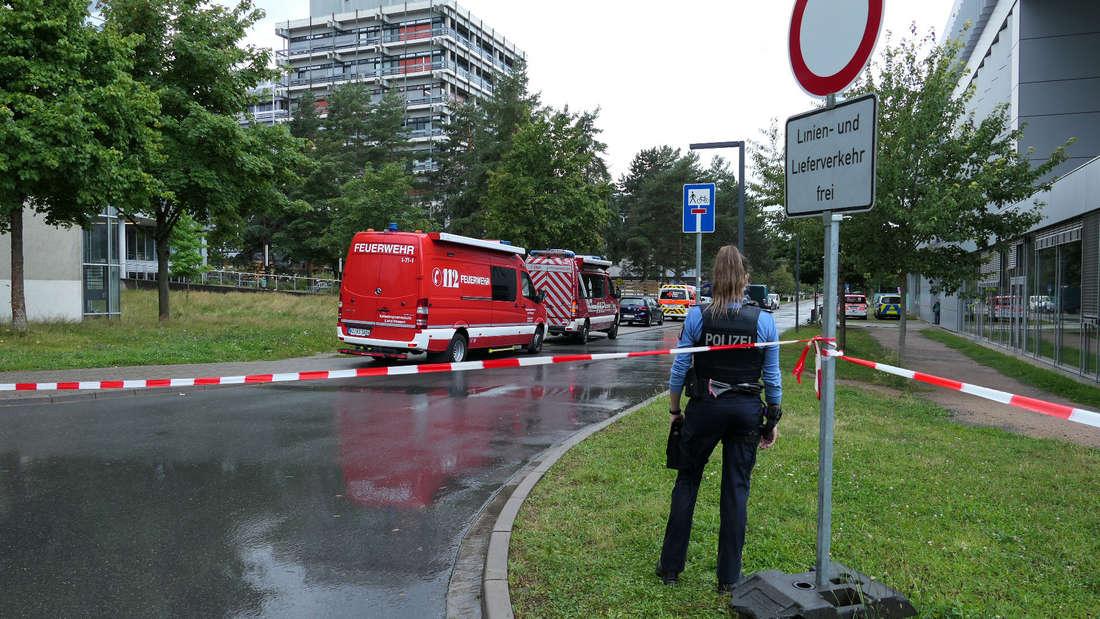 TU Darmstadt : Das Areal um das Gebäude L201 auf dem Campus Lichtwiese wird weiträumig abgesperrt.