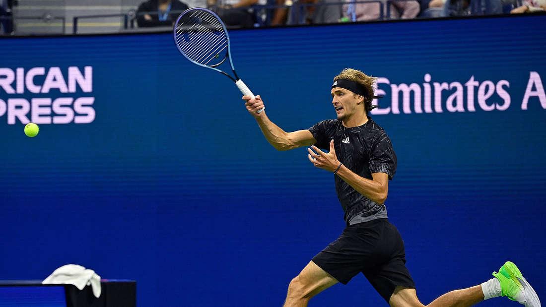 Alexander Zverev beim Schlag bei den US Open.