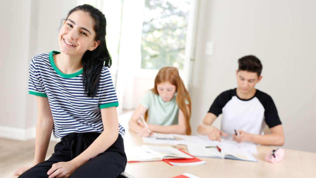 Das geht ganz flexibel: ob online, in kleinen Gruppen oder als Einzelunterricht – für die Kinder und Jugendlichen gibt es die Lernumgebung, die sie brauchen.