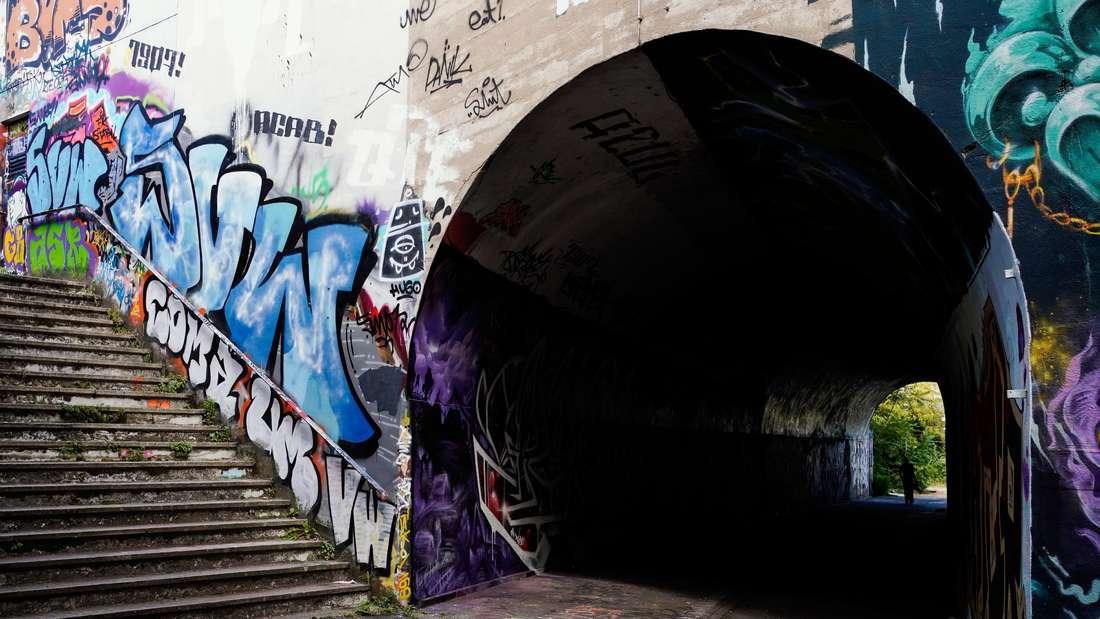 Graffiti bemalte Unterführung in Mannheim.