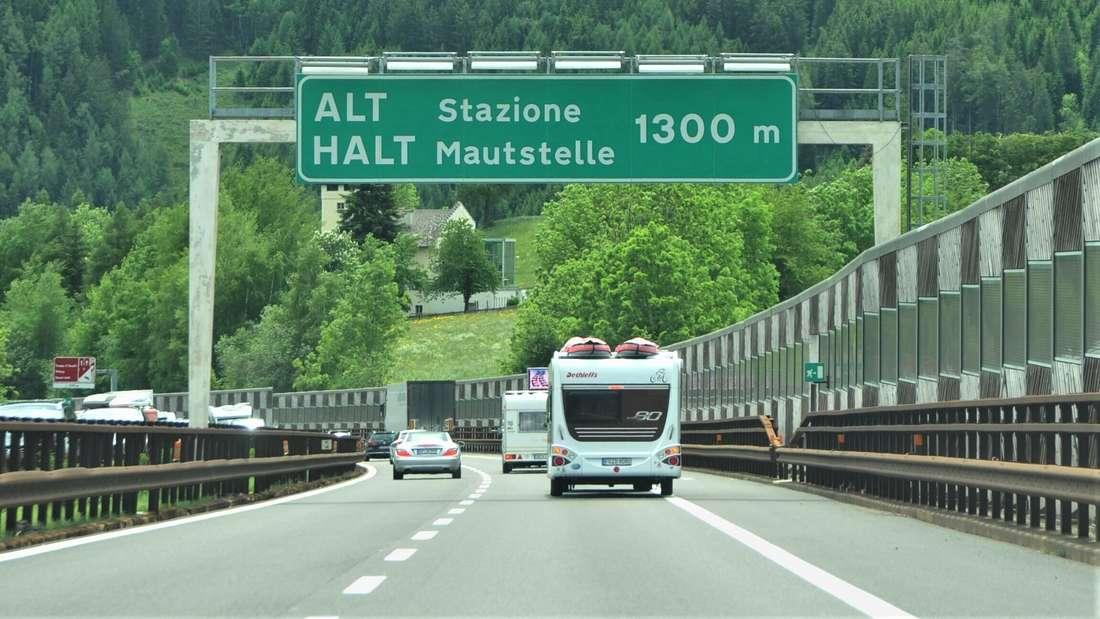 Mautstation in Sterzing an der Grenze zu Italien auf der Brennerautobahn.