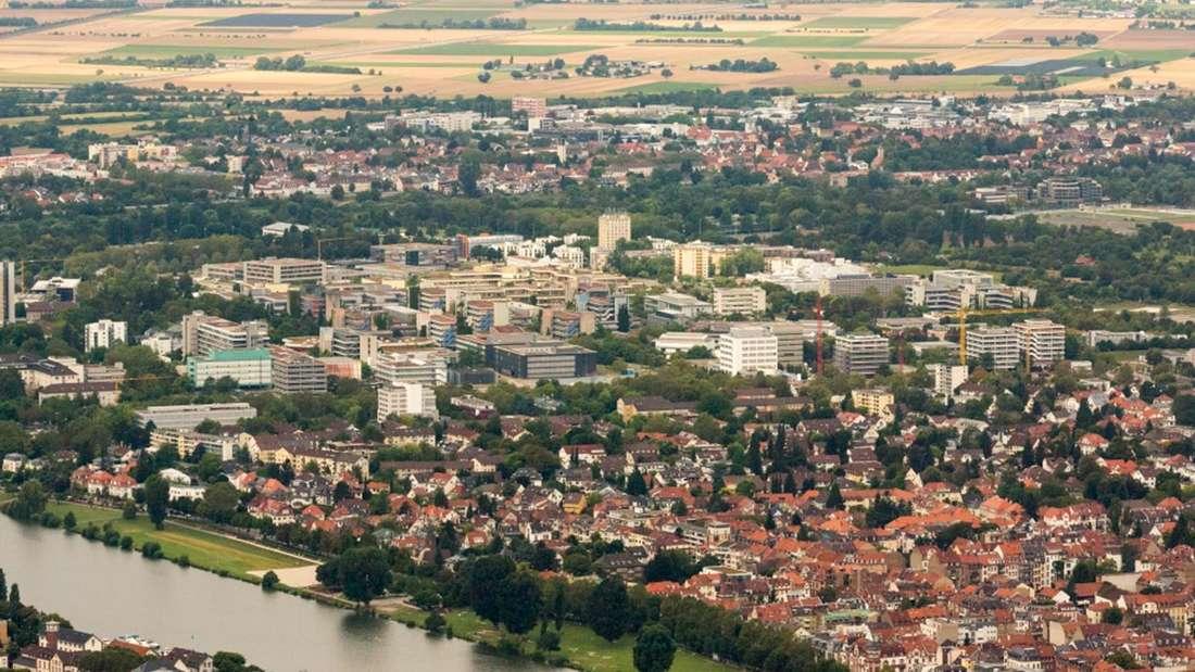 Blick auf Neuenheim und das Neuenheimer Feld in Heidelberg.