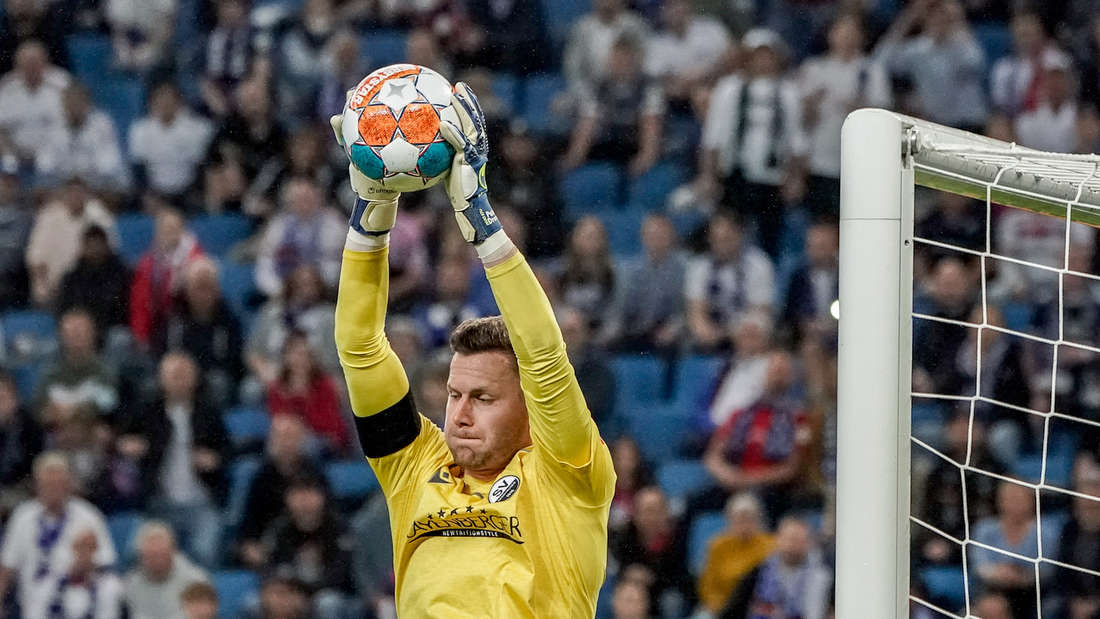 Sandhausen-Torwart Patrick Drewes zeigt gegen den Hamburger SV eine starke Leistung.