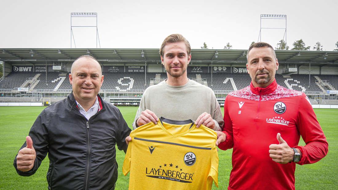 (v.l.n.r.) Sportchef Mikayil Kabaca, Neuzugang Nikolai Rehnen und Torwarttrainer Daniel Ischdonat.