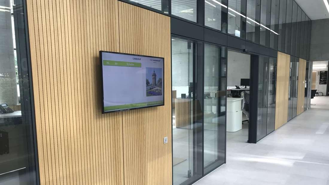 Der schicke Eingangsbereich des neuen Bürgerservice-Zentrum Süd im Technischen Rathaus Mannheim.